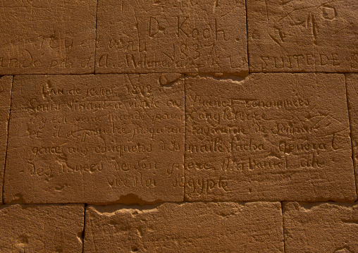 Sudan, Nubia, Naga, explorator carving