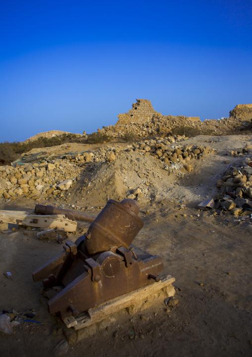Sudan, Port Sudan, Suakin, old cannon