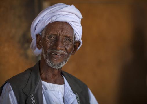Sudan, Port Sudan, Suakin, old sudanese man