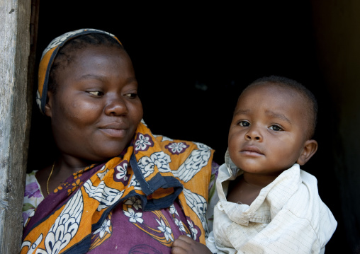 Mother and child, Pemba, Tanzania