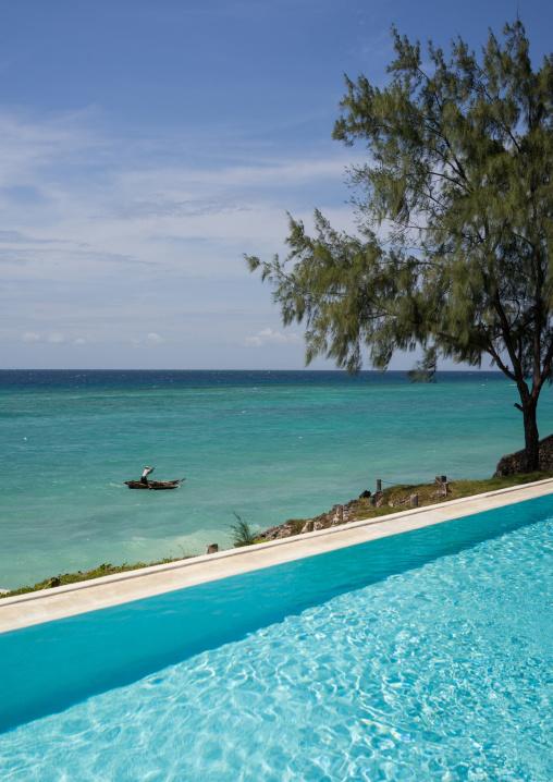 Tanzania, Zanzibar, Matemwe, swimming pool at the sunshine hotel