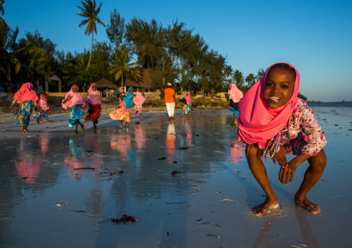 Tanzania, Zanzibar, Kizimkazi, young muslim girls in school uniform on beach
