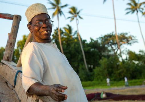 Tanzania, Zanzibar, Kizimkazi, muslim man
