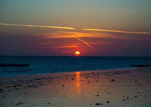 Tanzania, , Kizimkazi, sunset over the beach