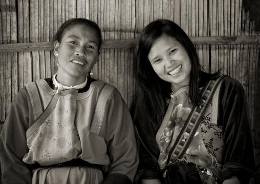 Lisu tribe women smiling, Ban nam rin village, Thailand