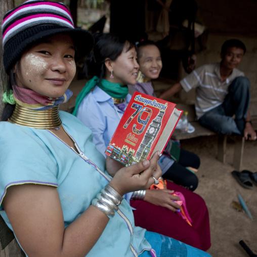 Long neck teenagers, Mae hong son, Thailand