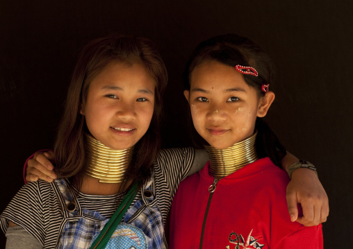 Long neck girls called mashe and mu je, Ban nai soiy village, Thailand