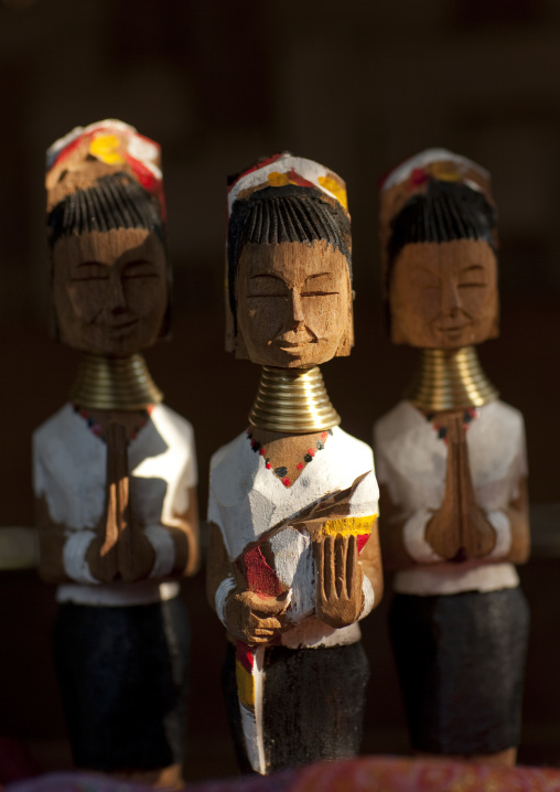 Long necks statues, Nam peang din village, North thailand