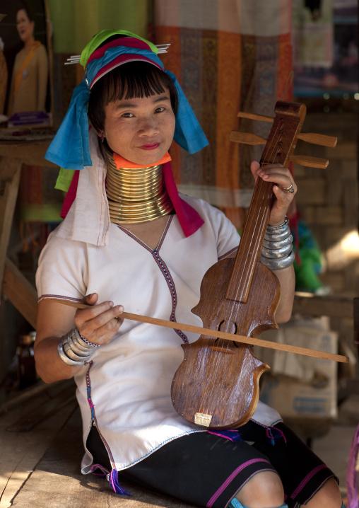 Miss mache, Karen long neck nam peang din village, On river pai thailand