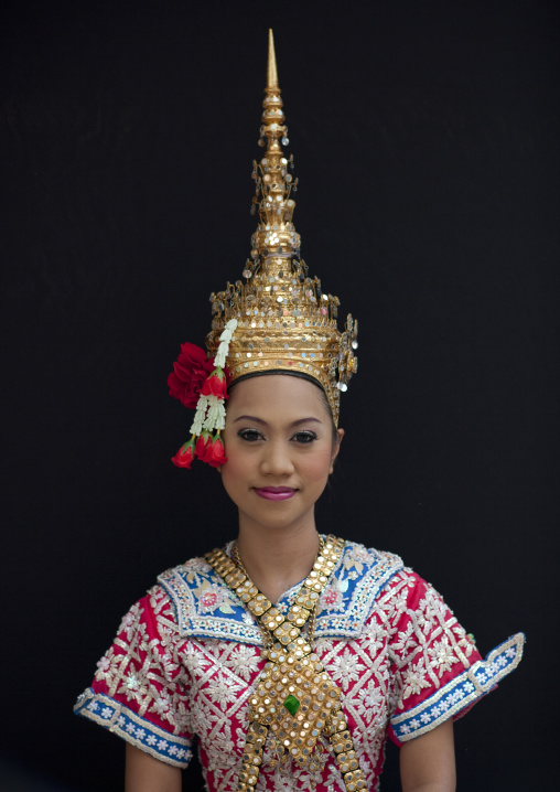 Thai dancer at phra brahma erawan, Bangkok, Thailand