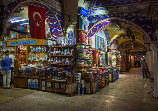 Souvenirs shop in the grand bazaar, Beyazit, istanbul, Turkey