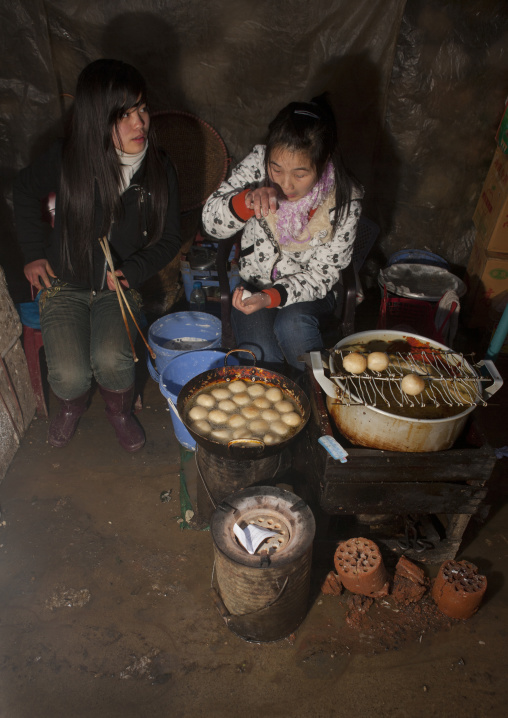 Black hmong girls cooking, Sapa, Vietnam