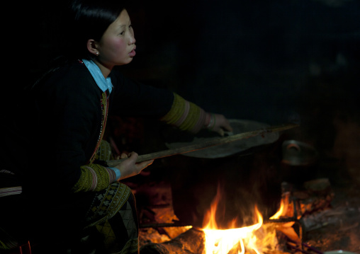 Red dzao girl cooking, Sapa, Vietnam