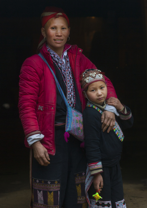 Red dzao mother and daughter, Sapa, Vietnam