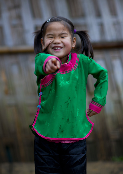 Giay girl pointing the camera, Sapa, Vietnam
