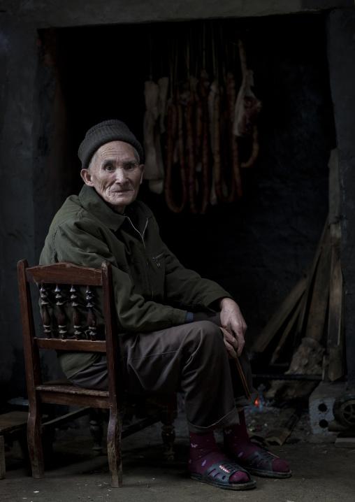 Old giay man sitting, Sapa, Vietnam