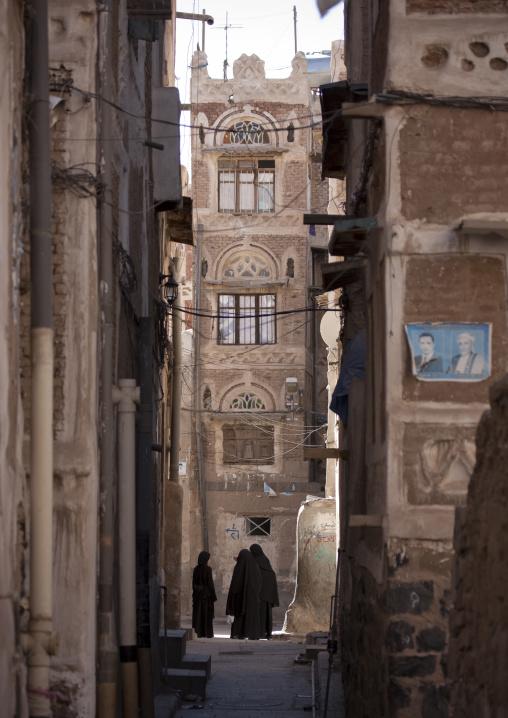 Narrow Street In Sanaa Old Town, Yemen