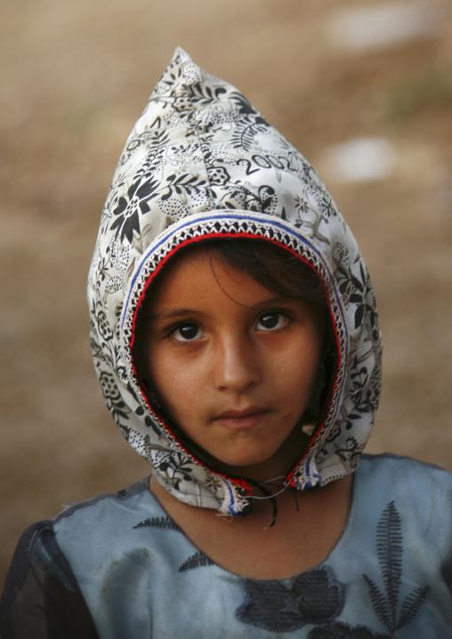 Shahara Girl Wearing A White & Black Floral Designed Hat, Yemen