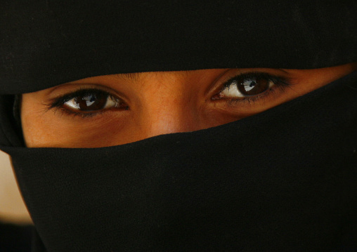Smily Eyes A Fully Veiled Girl, Amran, Yemen