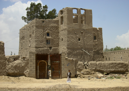 Kids In Front Of An Adobe House In Wadi Dhar, Yemen