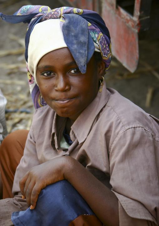 Yemeni Girl Wearing Beautiful Headscarf And Kohl, Yemen